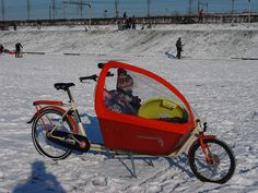 Bakfiets Cargobike with winter cover