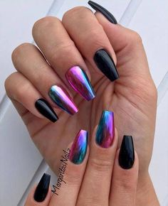 Opting for bright colours or intricate nail art isn't a must anymore. This year, nude nail designs are becoming a trend. Here are some nude nail designs. Chrome Nails Designs, Nail Polish Designs, Nail Art Designs, Gel Polish, Pink Gold Nails, Blue Nail, Crome Nails, Unicorn Nails, Instagram Nails