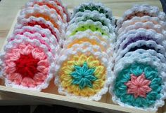 비누받침 - 꽃 사용실 : 우슬초 사용바늘 : 모사용 7호화려한 도안은 아니지만 도움 되실 분들 있으셨음 해...