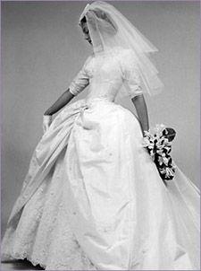 I love vintage wedding stuff! Wedding Attire, Wedding Bride, Wedding Gowns, Wedding Stuff, Vintage Couture, Vintage Bridal, Vintage Weddings, Vintage Fashion, Bride Gowns