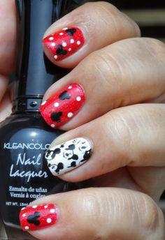 Mickey Mouse vacation nails