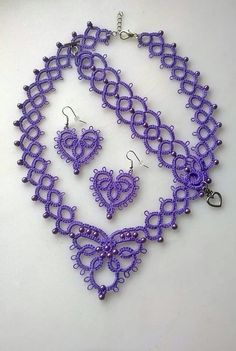 easy to figure out pattern from picture. Tatting Necklace, Tatting Jewelry, Lace Jewelry, Tatting Lace, Jewelry Crafts, Shuttle Tatting Patterns, Needle Tatting Patterns, Crochet Patterns, Tatting Tutorial