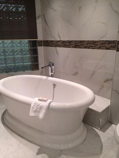 @BainUltra Balneo Naos at the Toronto Hilton Conference Suite - Presidential Suite #spa #relaxation #bath To know more about the tub: http://www.bainultra.com/therapeutic-baths/our-collections/balneo/naos-6636