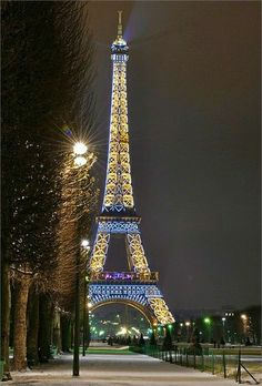 Eiffel Tower, Paris, France - Best Places to Travel, can't have too many pictures of the Eiffel Tower. Torre Eiffel Paris, Paris Eiffel Tower, Eiffel Towers, Places To Travel, Places To See, Travel Stuff, Beautiful World, Beautiful Places, Eiffel Tower At Night