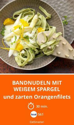 Bandnudeln mit weißem Spargel und zarten Orangenfilets - sieht nicht nur gut aus, sondern schmeckt auch so. Unbedingt probieren!