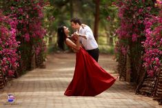 Wedding couple poses creative brides for 2019 Pre Wedding Shoot Ideas, Pre Wedding Poses, Wedding Couple Poses, Pre Wedding Photoshoot, Wedding Advice, Wedding Pics, Wedding Couples, Trendy Wedding, Couple Photoshoot Poses