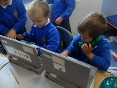 Use old laptops in the reception area of the dentist, doctors, vets etc Kids Role Play, Role Play Areas, Pretend Play, Year 1 Classroom, People Who Help Us, Dramatic Play Area, Playing Doctor, Clean Teeth, Community Helpers