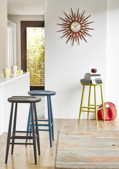 If you like mid century modern design then you'll love the Ercol Originals Bar Stool. Available in a range of painted colours, they're a perfect way to brighten up your kitchen.