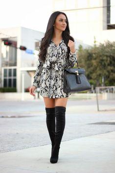 vestido de textura  y botas negras