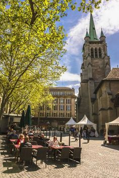 Place and Church Saint-François - Lausanne Tourisme Northern Italy, Lake Como, Travel Memories, Post Office, Italy Travel, Notre Dame, Switzerland, Dolores Park, Saints