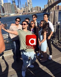 This is Piolo Pascual, Billy Crawford, Elmo Magalona, Janella Salvador, Kathryn Bernardo, and Daniel Padilla taking a group selfie together while having a good time with the rest of the ASAP Kapamilya at Brooklyn Bridge before the start of rehearsals for ASAP Live in New York City last September 3, 2016. Indeed, they're another of my favourite Kapamilyas, and they're amazing Star Magic talents. #BillyCrawford #PioloPascual #DanielPadilla #KathNiel #KathNielBernaDilla #ElNella… Child Actresses, Child Actors, Billy Crawford, Inigo Pascual, Born Again Christian, Daniel Johns, Enrique Gil, Daniel Padilla, Star Magic