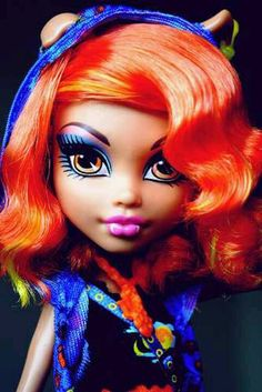 The original Howleen Wolf doll. The hair is different, but it's SUPER CUTE this way. Love Monster, Monster High Repaint, Monster High Dolls, Howleen Wolf, Personajes Monster High, Bratz, Monster High Characters, Photo Portrait, Monster High Custom