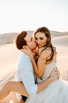 engagement photoshoot inspiration Couples Poses For Pictures, Couple Beach Pictures, Cute Couple Poses, Couple Picture Poses, Couple Photoshoot Poses, Beach Photos Couples, Couple Posing, Couple Shoot, Beach Engagement Photos