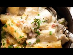 Here's creamy sauce to make a golden, bubbling creamy pasta bake using anything you have! Raw or cooked meat, canned tuna, any fresh, frozen or canned veg. Creamy Pasta Bake, Creamy Sauce, How To Cook Pasta, How To Cook Chicken, Recipetin Eats, Baked Cheese, Italian Pasta, Just Cooking, Food For Thought