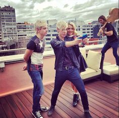 Which Celeb Siblings Take the Most Stylish Selfies? | Twist Ross, Riker & Rydel Lynch