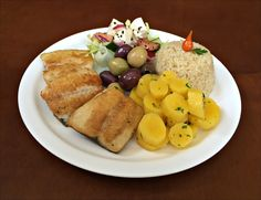 Arroz Integral, Filé de Pintado Grelhado, Azeitonas Azzapa e Gordal, Salada á Viena e Salada de Mandioquinha.