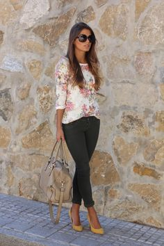 Flower print top with green skinny jeans, bonus: mustard yellow heels.