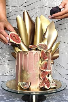 42 Yummy And Trendy Drip Wedding Cakes ♥ Unique, non-traditional cakes become more and more popular for wedding. Taking the internet by storm, drip wedding cakes became one of the hottest trends. #wedding #bride #weddingcake #weddingforward