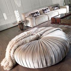 Roberto Cavalli Home - Interiors Roberto Cavalli, Contemporary Interior, Modern Interior Design, Home Interior, Interior Decorating, Velvet Sofa, Ottoman Bench, Design Studio, Luxury Living