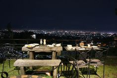 You can dine and enjoy breathtaking views from the hills, of the city lights, by the lake and even paddy fields in Bandung! Here's 14 restaurants with the best scenic views you must not miss. Top Kaki, Bandung City, Cool Cafe, Semarang, Outdoor Furniture Sets, Outdoor Decor, Surabaya, Holiday Destinations, Art Deco