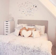 Things To Decorate A Teenage Girl's Bedroom - Decorating Your Teen Girls Room With Style - Ribbons & Stars Home Bedroom, Girls Bedroom, Bedroom Decor, Cute Bedroom Ideas, Teen Room Decor, Dream Rooms, Cool Rooms, My New Room, House Rooms