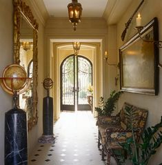 """This Grand Entry Hall in an Atlanta townhouse """"was designed in the style of an century French hôtel particulier"""" by Brian J. McCarthy Inc. Hollywood Glamour, Glamour Décor, French Country Bedrooms, French Country Decorating, Exterior Design, Interior And Exterior, Atlanta Mansions, Grand Homes, Entry Hall"""