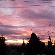 Today's going to be a great day! #Tuesday #Morning #PurpleSkies #Sunrise #PNW #Sunshine #FreshAir #GreatDay #Smile #AM #WorkFlow