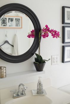 Decorating a small bathroom--black and white contrast for a big impact