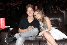 Larissa Manoela anuncia fim do namoro com João Guilherme: