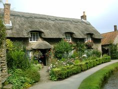 Live in a cottage in the English countryside