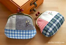 cute little change purses with small flower embroidery motif