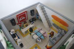 Modular Surf Shop by Brickedin (Ben Christie) Lego Beach, Lego Sports, Lego Furniture, Lego Display, Lego Boards, Lego Activities, Lego Storage, Cool Lego Creations, Custom Lego