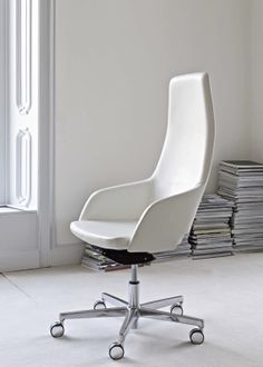 High back Captain swivel chair in Leather
