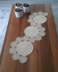 Crochet Round, Filet Crochet, Crochet Motif, Crochet Doilies, Crochet Flowers, Crochet Stitches, Crochet Baby, Knit Crochet, Crochet Table Runner Pattern
