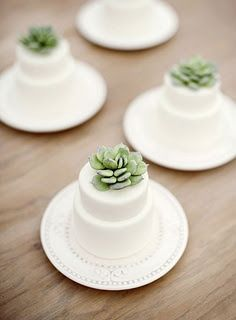 #WeddingCakes With #Succulents