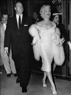 MARILYN MONROE: The Husband--Marilyn married more than once and here she is stepping out with the New York Yankee baseball player Joe DiMaggio who was madly in love her. Just before he died he said he would finally be with Marilyn. Glamour Hollywoodien, Hollywood Glamour, Old Hollywood, Classic Hollywood, Grace Kelly, Richard Rodgers, Marilyn Monroe Fotos, Marylin Monroe, Joe Dimaggio Marilyn Monroe