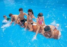 Swimming Pool Party Games for Kids, how to organize games for a child pool party. List of most popular active pool games for kids. 10 pool games to play! Pool Games To Play, Swimming Pool Games, Pool Party Games, Pool Party Kids, Kids Swimming, Games For Kids, Family Games, Water Activities, Summer Activities