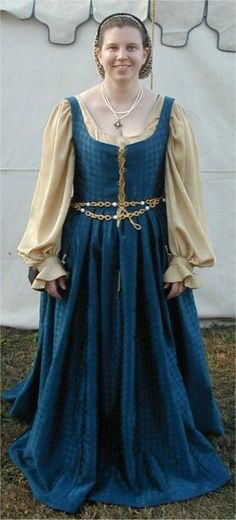 it's nice to see something simple and elegant in medieval fashion; so much of it is about extravagance.