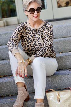 Best Fashion Tips For Women Over 60 - Fashion Trends Fall Fashion Trends, 50 Fashion, Fashion Over 40, Autumn Fashion, Fashion Outfits, Travel Outfits, Fashion Blogs, Curvy Fashion, Style Fashion