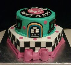 50's style cake - 50's themed cake, decorated with buttercream and fondant elements. Spiced pumpkin flavor.