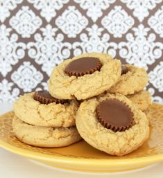 This Peanut Butter Cup Peanut Butter Cookies Foodtastic Mom is a best for your Lunch made with wholesome ingredients! Reeses Peanut Butter, Peanut Butter Cookie Recipe, Cookie Recipes, Sweets Recipes, Cookie Bars, Cookie Swap, Bar Cookies, Peanuts, Sweet Tooth