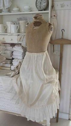 Oude buste met oude jurk!