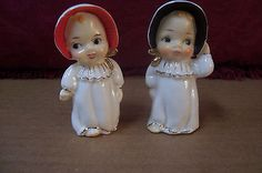 (AD 95) 2 VTG SALT & PEPPER SHAKERS BABIES WITH BONNETS BIG EYES GOLD TRIM