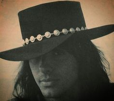 Have I mentioned how much I love Richie in his cowboy hat? Love Band, Great Bands, Cute Brunette, Jon Bon Jovi, Many Faces, Aerosmith, Her Smile, Concert Posters, Beautiful Men