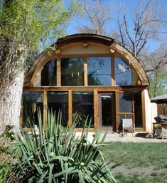 Some people may rarely hear about Quonset Hut Homes. What is actually quonset hut? Quonset hut is a structure with a semicircular shape and it is completed with long steel which is self-supporting and. Metal Building Homes, Metal Homes, Building A House, Arch Building, Building Ideas, Building Designs, Building Materials, Hut House, Tiny House