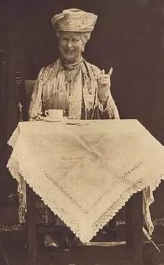 Queen Mary enjoying a cup of tea, circa 1910.  Mary of Teck was Queen of the United Kingdom and the British Dominions and Empress of India as the wife of King-Emperor George V.  As queen consort from 1910, she supported her husband through World War I, his ill health and major political changes arising from the aftermath of the war, and the rise of socialism and nationalism. After George's death in 1936, she became queen mother when her eldest son, Edward, ascended the throne, but to her… Reine Victoria, Queen Victoria, Queen Mary, King Queen, Queen Mother, Elizabeth Ii, Vintage Poster, Queen Of England, Tea Parties