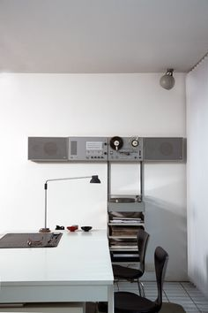 article about designer Dieter Rams with some excellent images of his home! check it out