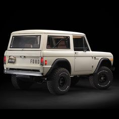 Bike In the Shop — utwo: Vintage Ford Bronco © maxlidermotors Classic Bronco, Classic Ford Broncos, Classic Trucks, Classic Cars, Old Ford Bronco, Bronco Truck, Jeep Truck, Early Bronco, Offroad