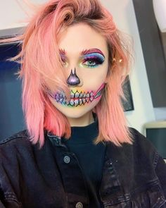 Are you looking for ideas for your Halloween make-up? Browse around this website for cute Halloween makeup looks. Cute Halloween Makeup, Halloween Tags, Halloween Looks, Halloween Costumes, Vintage Halloween, Vintage Witch, Creepy Halloween, Halloween Stuff, Cute Clown Makeup