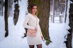 Biała sukienka dzianinowa w towarzystwie beżu i szarości | White knitted dress - Annastylefashion Blond, Sweaters, Dresses, Fashion, Vestidos, Moda, Fashion Styles, Sweater, Dress